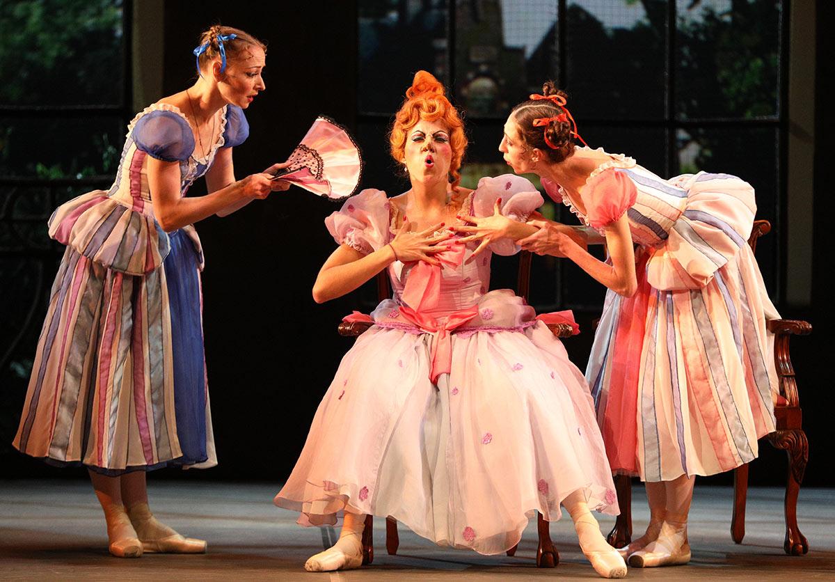 Mikhailovsky Ballet in <I>Cinderella</I>.<br />© Stas Levshin. (Click image for larger version)