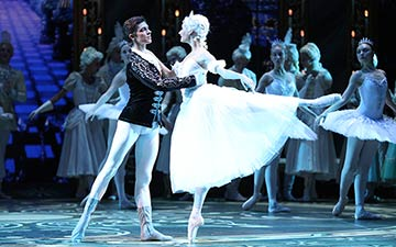 Anastasia Soboleva and Victor Lebedev in Cinderella.© Stas Levshin. (Click image for larger version)