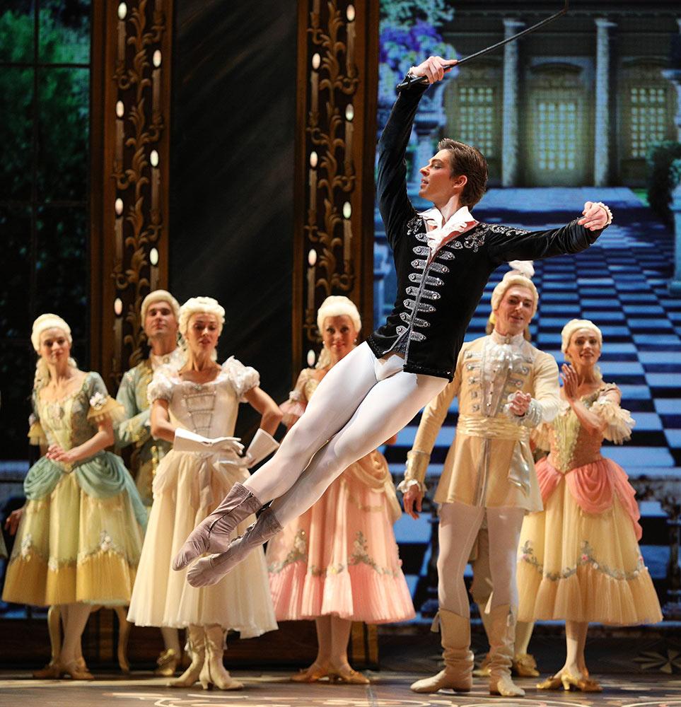 Victor Lebedev in <I>Cinderella</I>.<br />© Stas Levshin. (Click image for larger version)