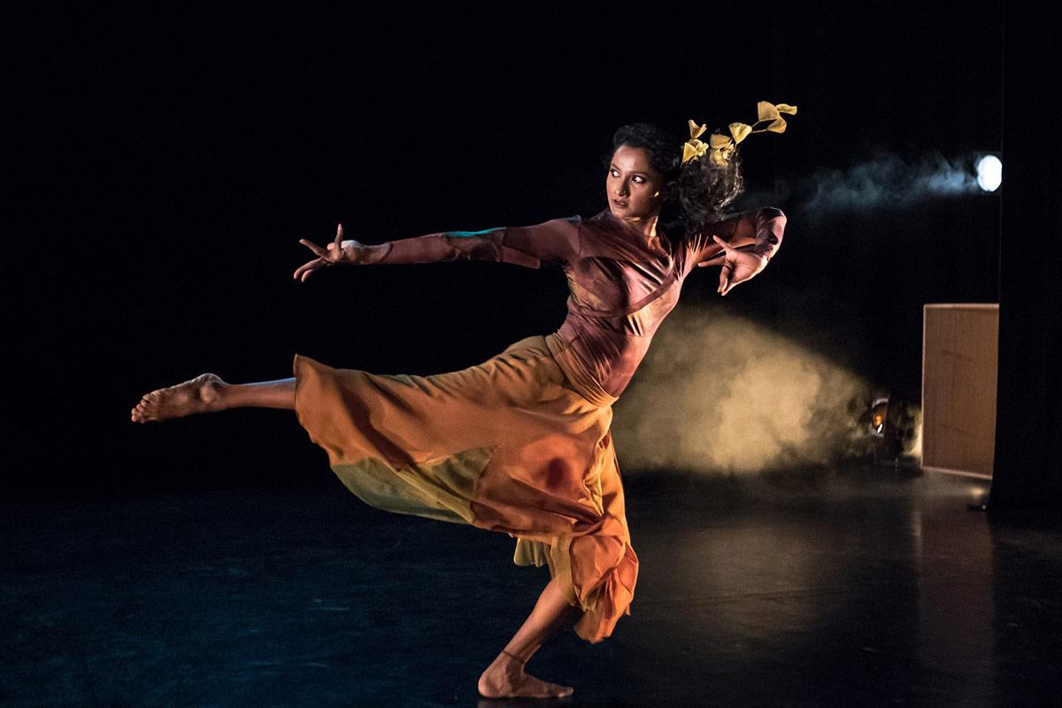Hema Bharathy in Yashti.© Stephen Wright. (Click image for larger version)