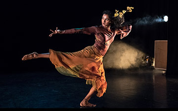 Hema Bharathy in Yashti.© Stephen Wright. (Click image for larger version)