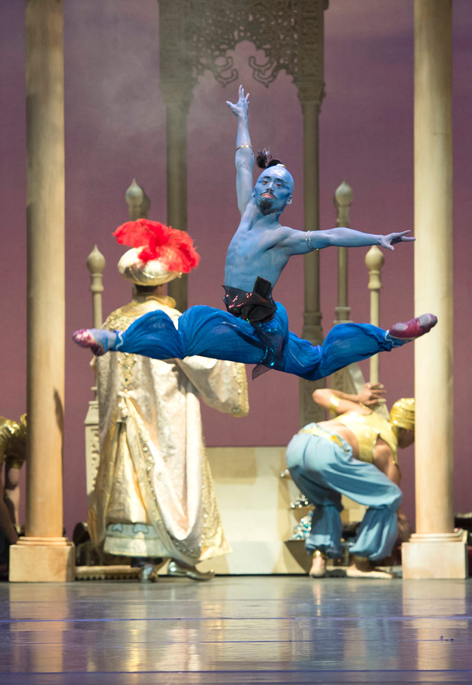Tzu-Chao Chou in Aladdin.© Bill Cooper. (Click image for larger version)