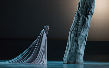Jessica Lang Dance in Stabat mater.© Karli Cadel. (Click image for larger version)