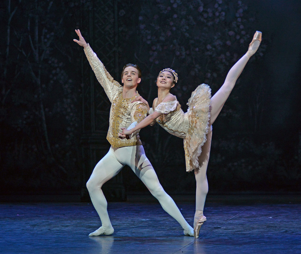 Shiori Kase and Joseph Caley in Nutcracker.© Dave Morgan. (Click image for larger version)
