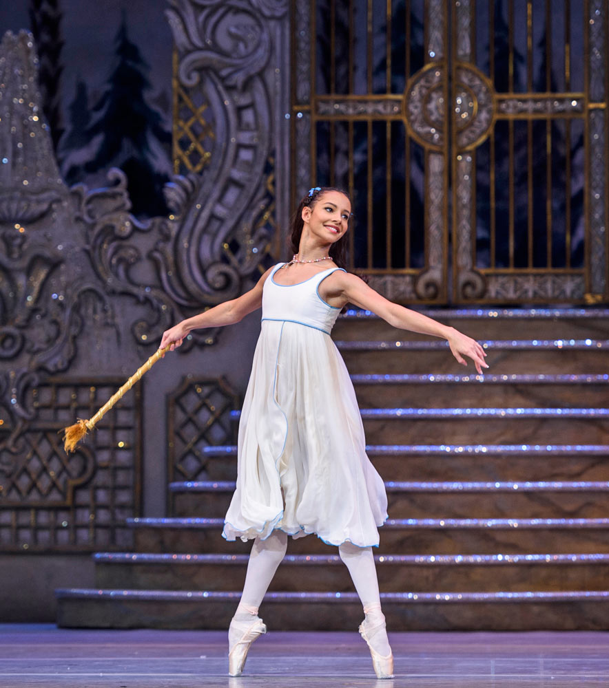 Francesca Hayward in The Nutcracker.© Foteini Christofilopoulou, courtesy the Royal Opera House. (Click image for larger version)