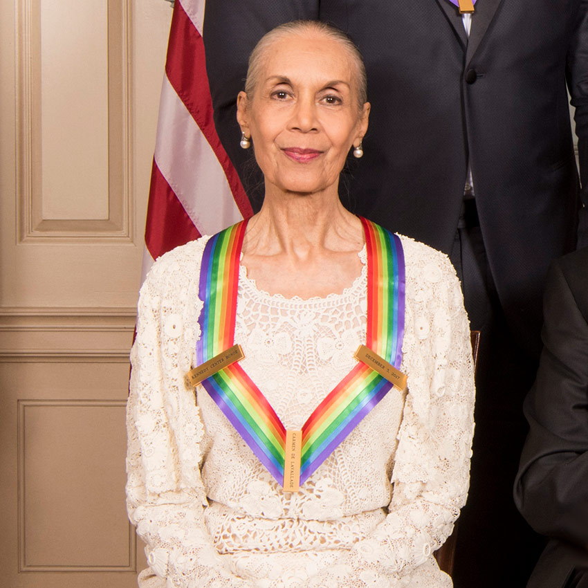 Carmen de Lavallade immediately after receiving her Honors medallion.© John P. Filo/CBS. (Click image for larger version)