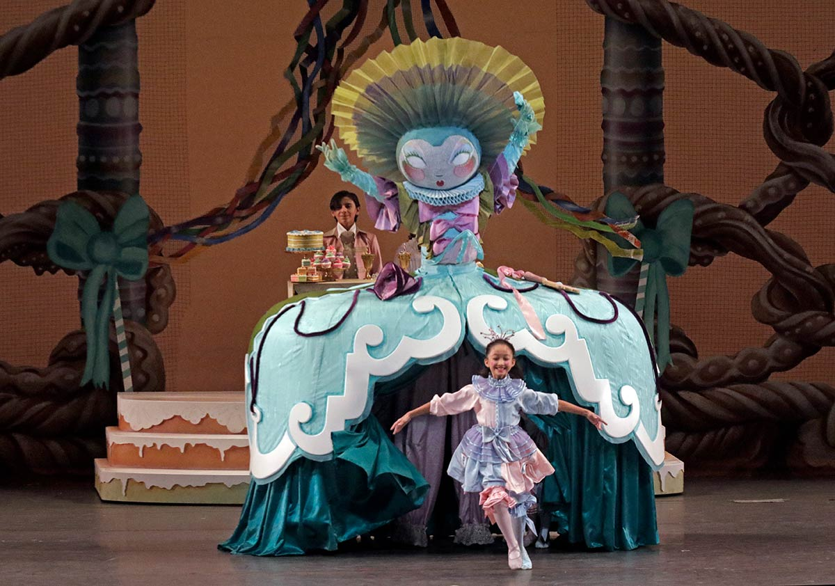 Miami City Ballet in The Nutcracker.© Lawrence K. Ho. (Click image for larger version)