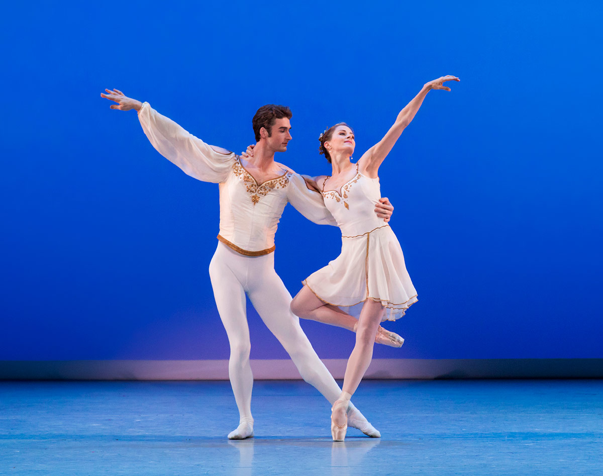 Heather Ogden and Thomas Garrett, in Chaconne, choreography by George Balanchine © The George Balanchine Trust. From the second pas de deux.Image © Paul Kolnik. (Click image for larger version)
