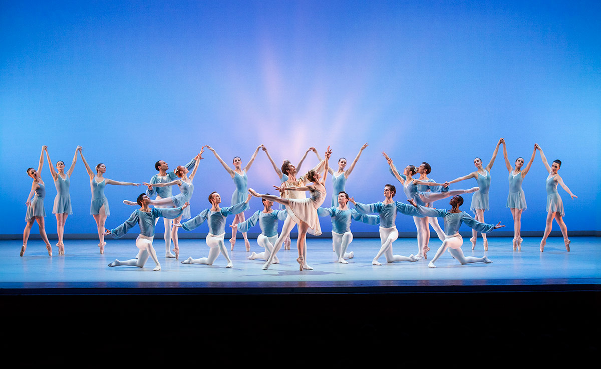 Suzanne Farrell Ballet, with Heather Ogden and Thomas Garrett, center, and the corps de ballet, in Chaconne, choreography by George Balanchine © The George Balanchine Trust.Image © Paul Kolnik. (Click image for larger version)