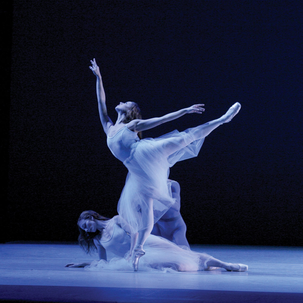 Bonnie Pickard and Momchil Mladenov in Serenade.© Paul Kolnik. (Click image for larger version)
