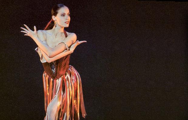 Natalia Magnicaballi in <I>Tzigane</I>.<br />© Paul Kolnik. (Click image for larger version)