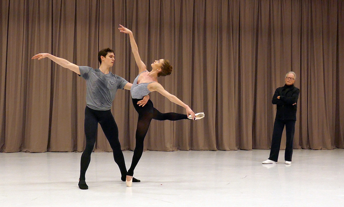 Le Rossignol masterclass: Anna Rose O'Sullivan and William Bracewell with Anthony Dowell.© Rachel Thomas. (Click image for larger version)