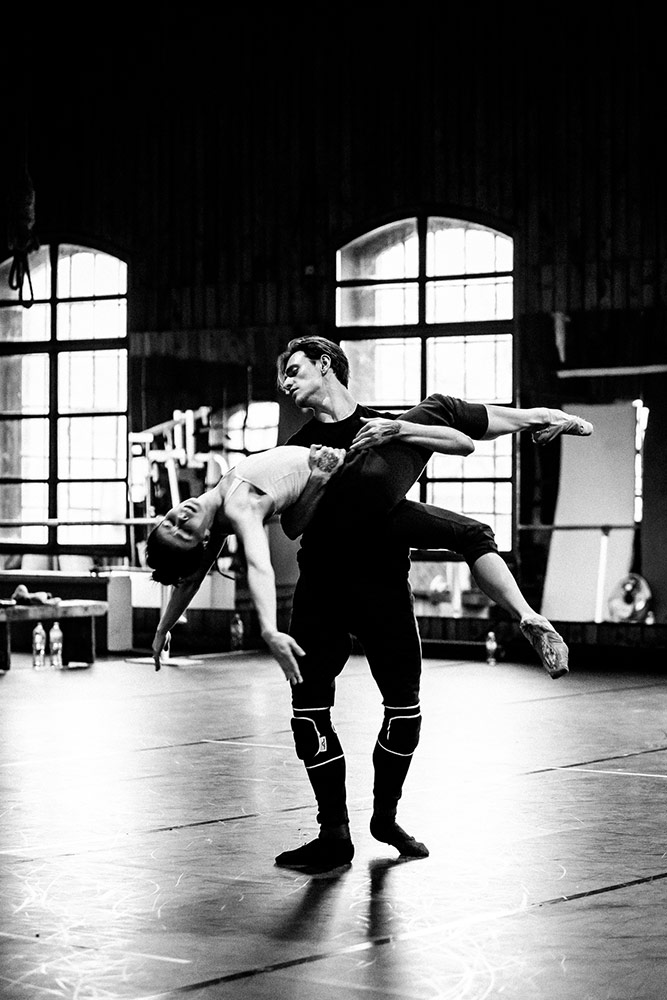 Sergei Polunin and Natalia Osipova in rehearsals for Satori.© Srđan Srđenović. (Click image for larger version)