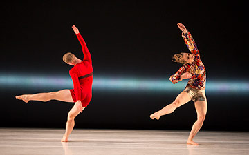 Liz Gerring Dance Company in Horizon.© Yi-Chun Wu. (Click image for larger version)