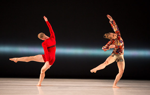 Liz Gerring Dance Company in <I>Horizon</I>.<br />© Yi-Chun Wu. (Click image for larger version)