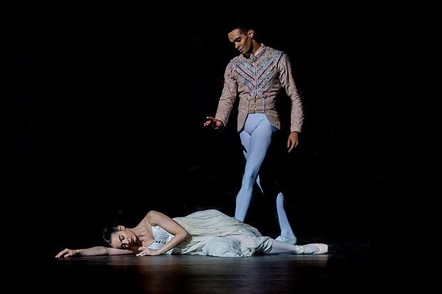 Arancha Baselga and Brandon Lawrence in <I>The Nutcracker</I>.<br />© Annabel Moeller. (Click image for larger version)
