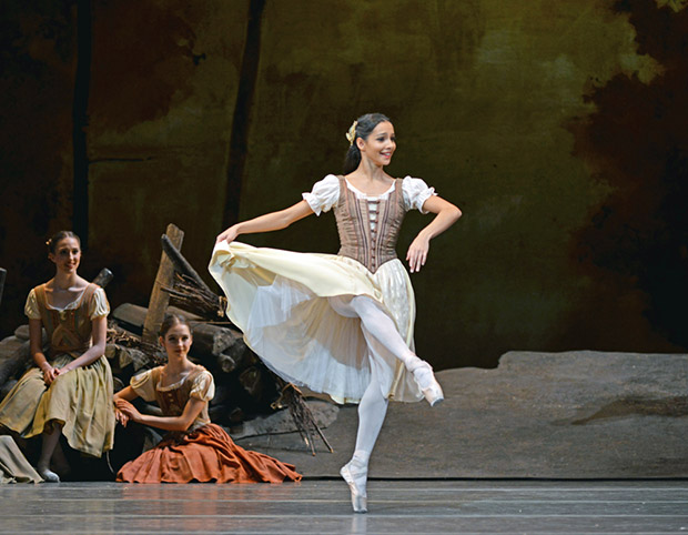 Francesca Hayward in Giselle.© Dave Morgan, courtesy the Royal Opera House. (Click image for larger version)