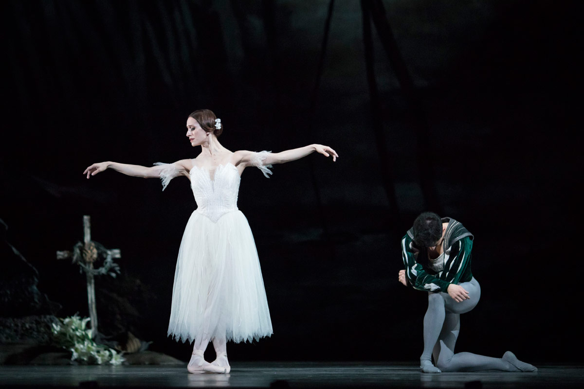 Marianela Nunez and Federico Bonelli in Giselle.© Helen Maybanks, courtesy the Royal Opera House. (Click image for larger version)