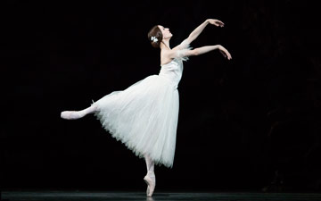 Marianela Nunez in Giselle.© Helen Maybanks, courtesy the Royal Opera House. (Click image for larger version)