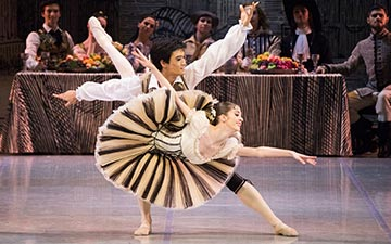 Kimin Kim and Sofia Matyushenskaya in Don Quixote.© M Logvinov. (Click image for larger version)