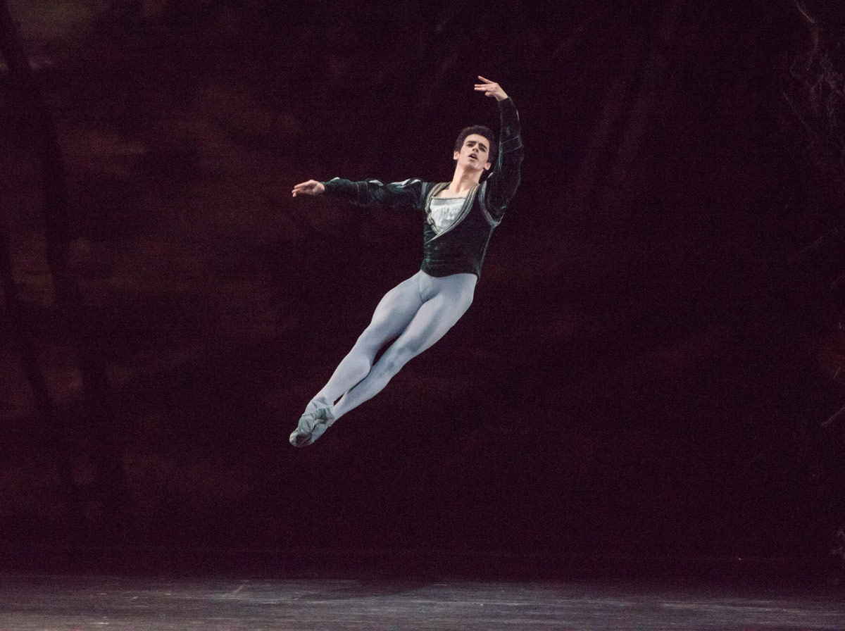 Federico Bonelli in Giselle.© Tristram Kenton, courtesy the Royal Opera House. (Click image for larger version)