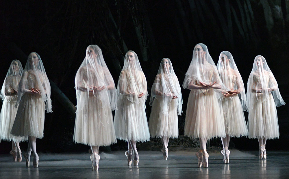 The Royal Ballet in <I>Giselle</I>.<br />© Dave Morgan, courtesy the Royal Opera House. (Click image for larger version)