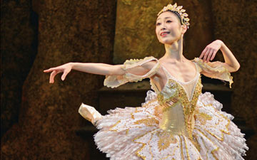 Momoko Hirata in Sleeping Beauty.© Dave Morgan. (Click image for larger version)