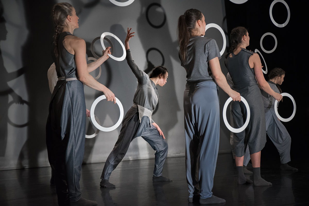 Gandini Juggling and Alexander Whitley's Spring.© Simon Carter. (Click image for larger version)
