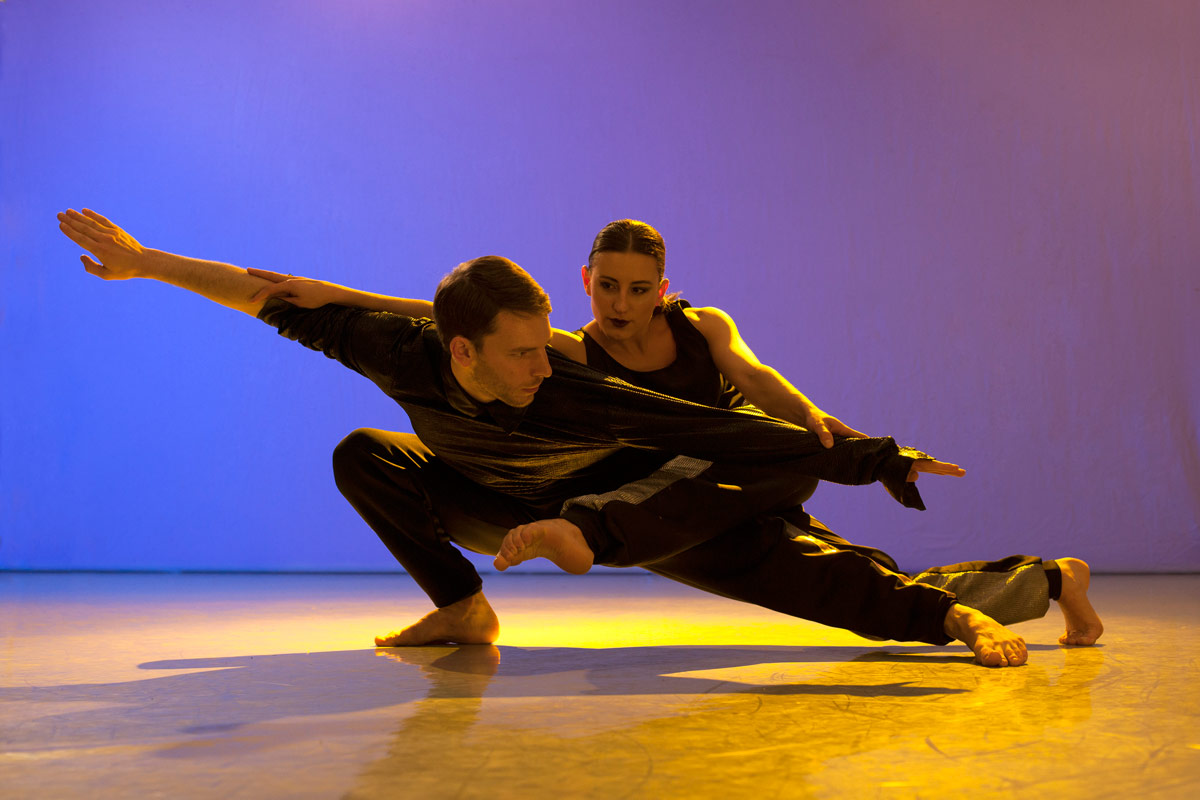 Nicholas Bodych and Ania Jurek in <I>Cut and Run</I>.<br />© Chris Nash. (Click image for larger version)
