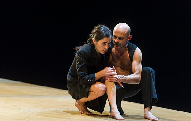 Claudia de Serpa Soares and Nicola Mascia in <I>Körper</I>.<br />© Foteini Christofilopoulou. (Click image for larger version)