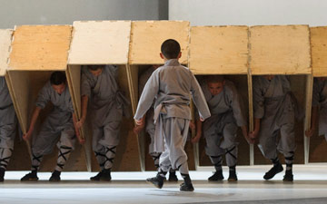 Sutra, by Sidi Larbi Cherkaoui, Antony Gormley with monks from the Shaolin Temple.© Foteini Christofilopoulou. (Click image for larger version)