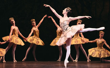 Jillian Vanstone in The Sleeping Beauty.© Karolina Kuras. (Click image for larger version)