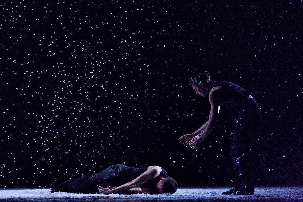 Brandon Alley and Alexis Fletcher in Solo Echo.© Michael Slobodian. (Click image for larger version)