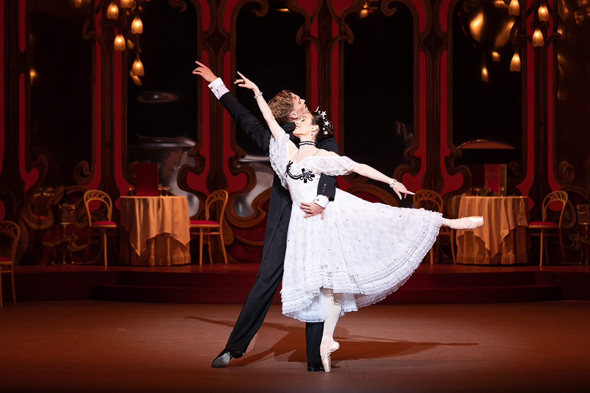 Adam Bull and Amber Scott in The Merry Widow.© Daniel Boud. (Click image for larger version)