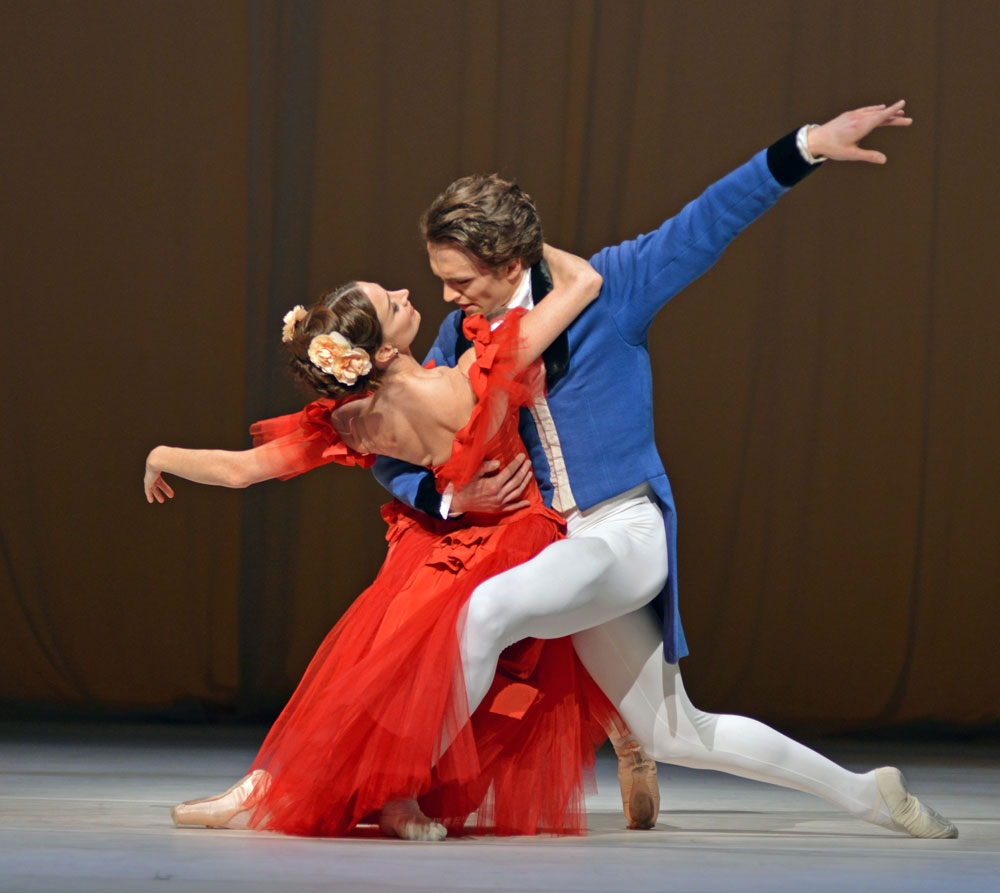 Lauren Cuthbertson and Matthew Ball in <I>Marguerite and Armand</I>.<br />© Dave Morgan, courtesy the Royal Opera House. (Click image for larger version)