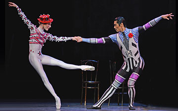 Sarah Lamb, Ryoichi Hirano in Elite Syncopations.© Dave Morgan, courtesy the Royal Opera House. (Click image for larger version)