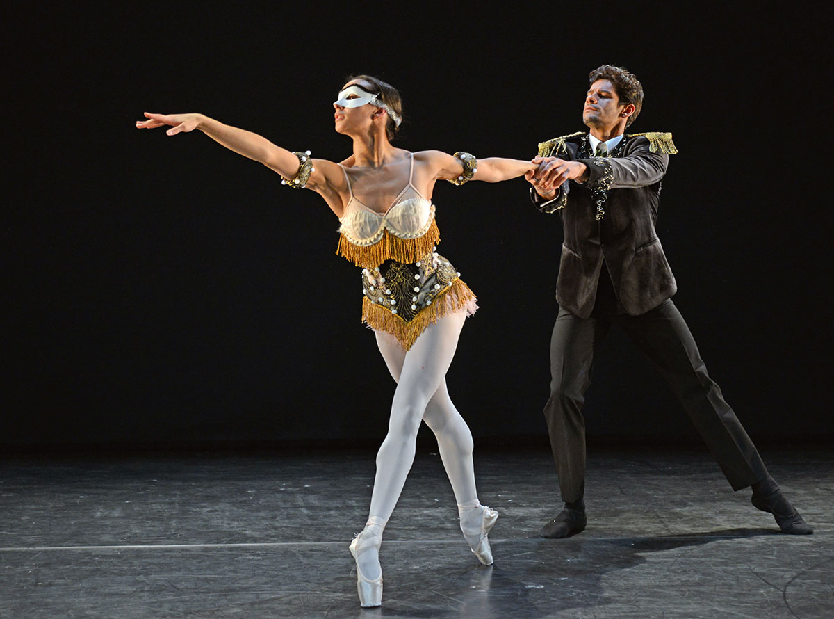 In rehearsal - Francesca Hayward and Thiago Soares in Laiderette.© Dave Morgan. (Click image for larger version)