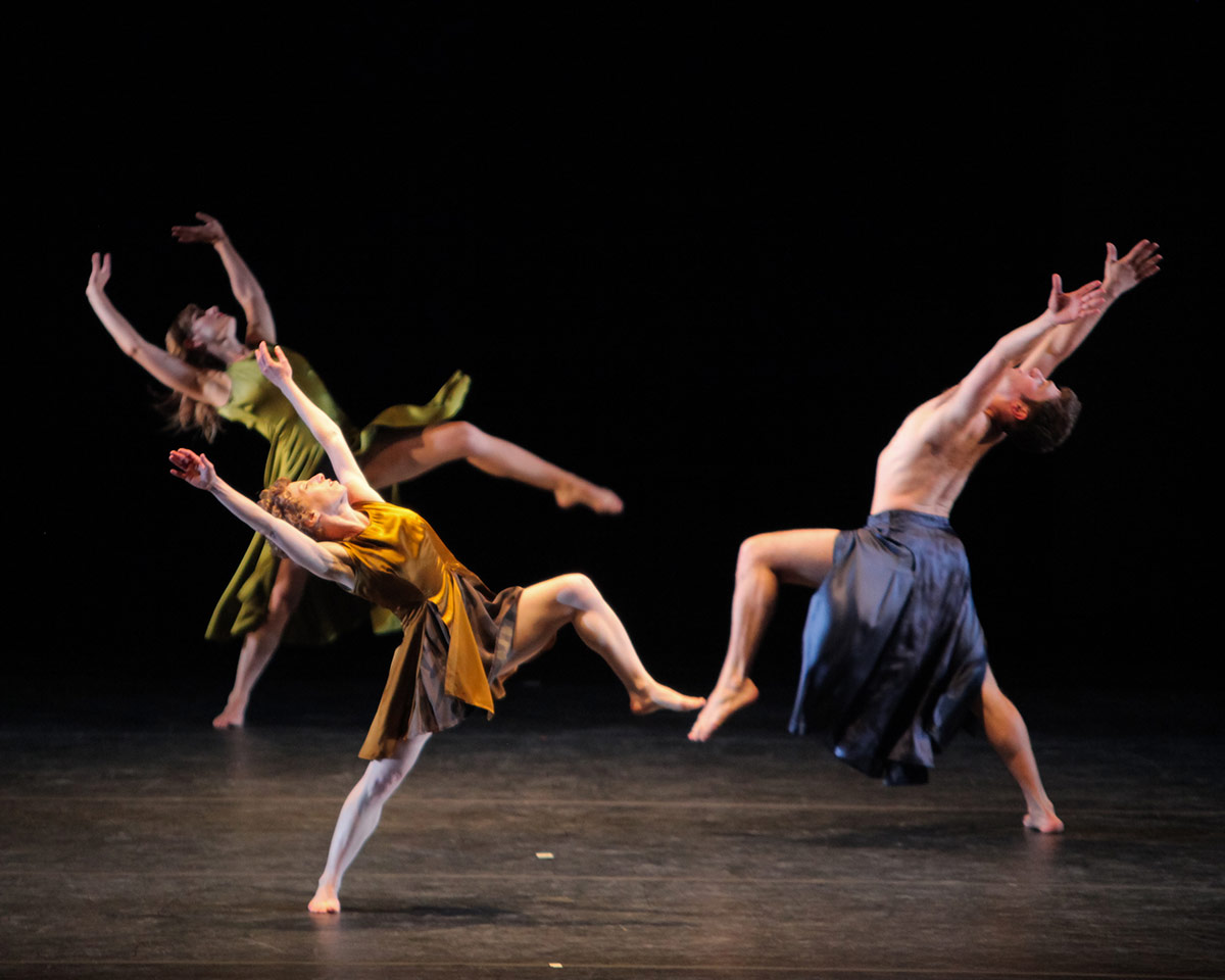 Mark Morris Dance Group in Grand Duo.© Stephanie Berger. (Click image for larger version)