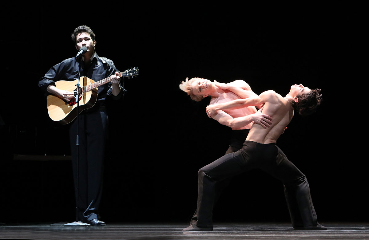 Michael Benjamin with Marijn Rademaker and Timothy van Poucke in <I>Two and Only</I>.<br />© Hans Gerritsen. (Click image for larger version)
