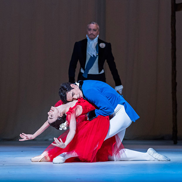 Alessandra Ferri and Federico Bonelli in <I>Marguerite and Armand</I>.<br />© Tristram Kenton (2017), courtesy the Royal Opera House. (Click image for larger version)