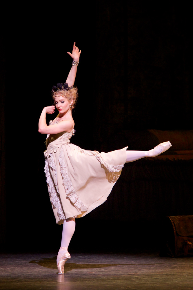 Melissa Hamilton in Manon.© Alice Pennefather. (Click image for larger version)