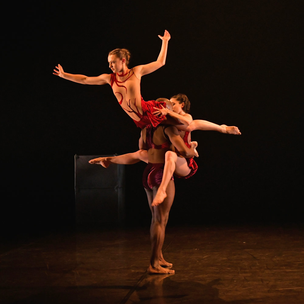 Phoenix Dance Theatre in <I>Calyx</I>.<br />© Brian Slater. (Click image for larger version)