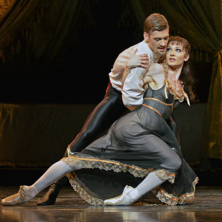 Melissa Hamilton and Rupert Pennefather in Mayerling.© Dave Morgan, courtesy the Royal Opera House. (Click image for larger version)