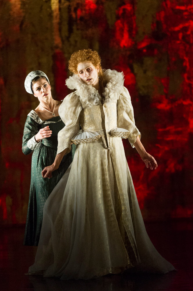 Zenaida Yanowsky and Katie Deacon in Will Tuckett's Elizabeth.© Foteini Christofilopoulou, courtesy the Royal Opera House. (Click image for larger version)