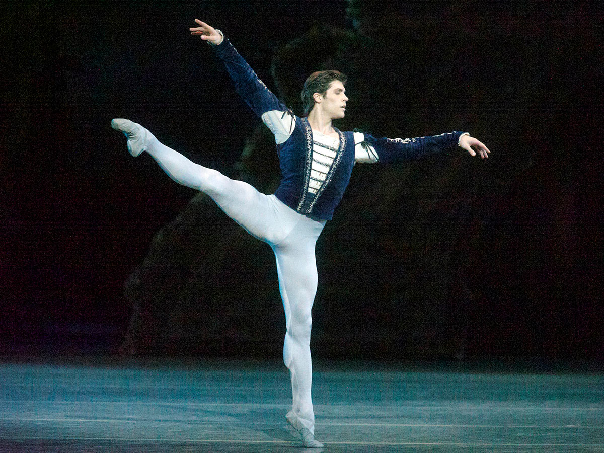 Roberto Bolle in Giselle.© Gene Schiavone. (Click image for larger version)