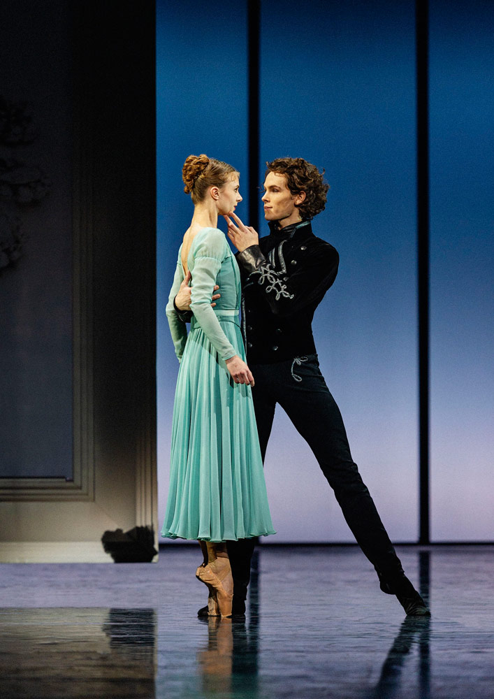 Ida Preatorius and Andreas Kaas in <I>The Queen of Spades</I>.<br />© Henrik Stenberg. (Click image for larger version)
