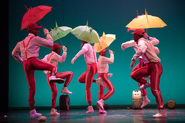 Ingoma KwaZulu-Natal Dance Company.<br />© Julieta Cervantes. (Click image for larger version)