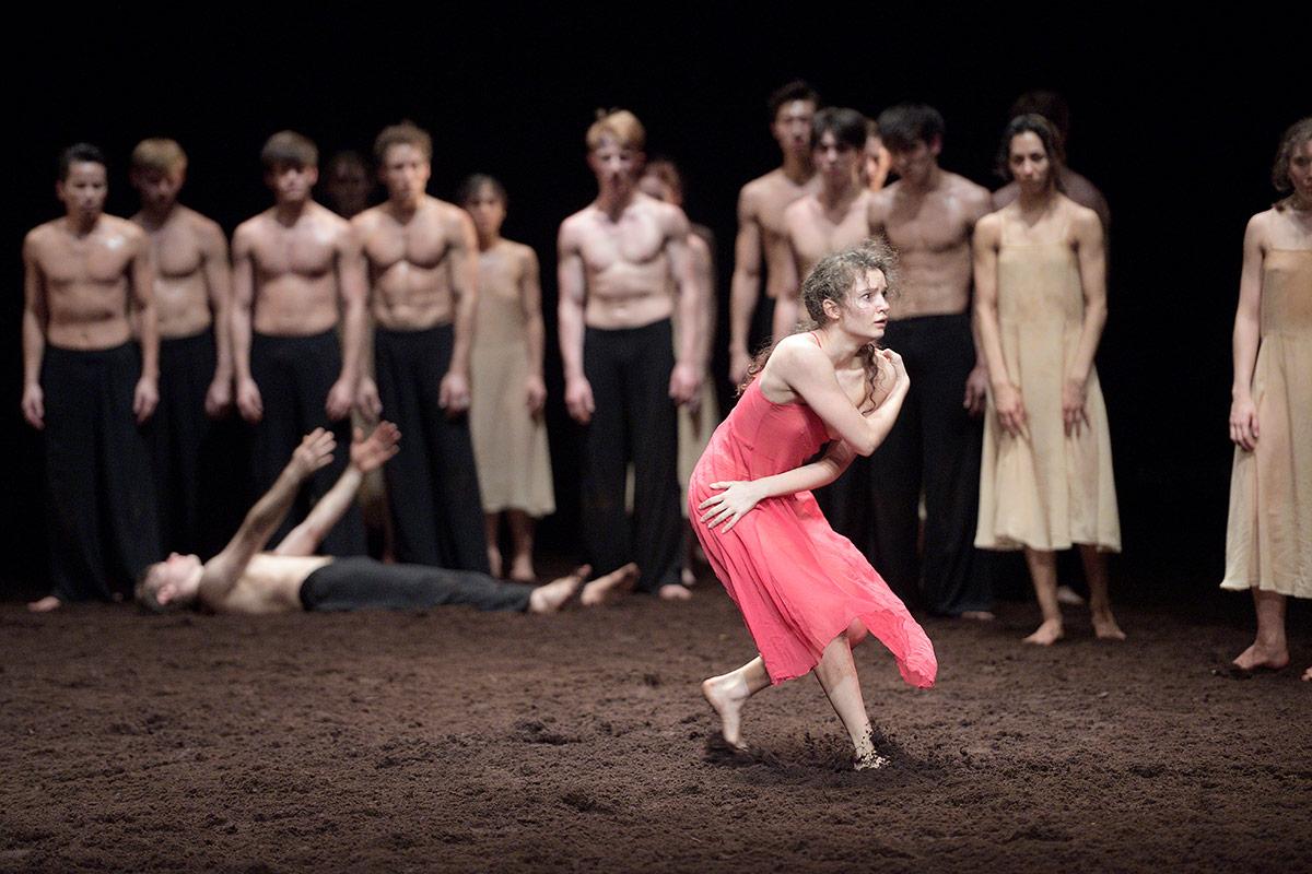 Francesca Velicu in Pina Bausch's Le Sacre du printemps.© Laurent Liotardo. (Click image for larger version)
