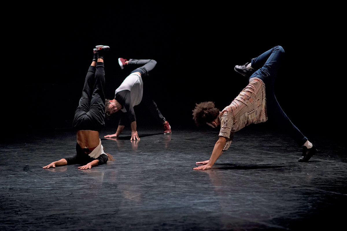 Compagnie Amala Dianor in New School.© le poulpe. (Click image for larger version)
