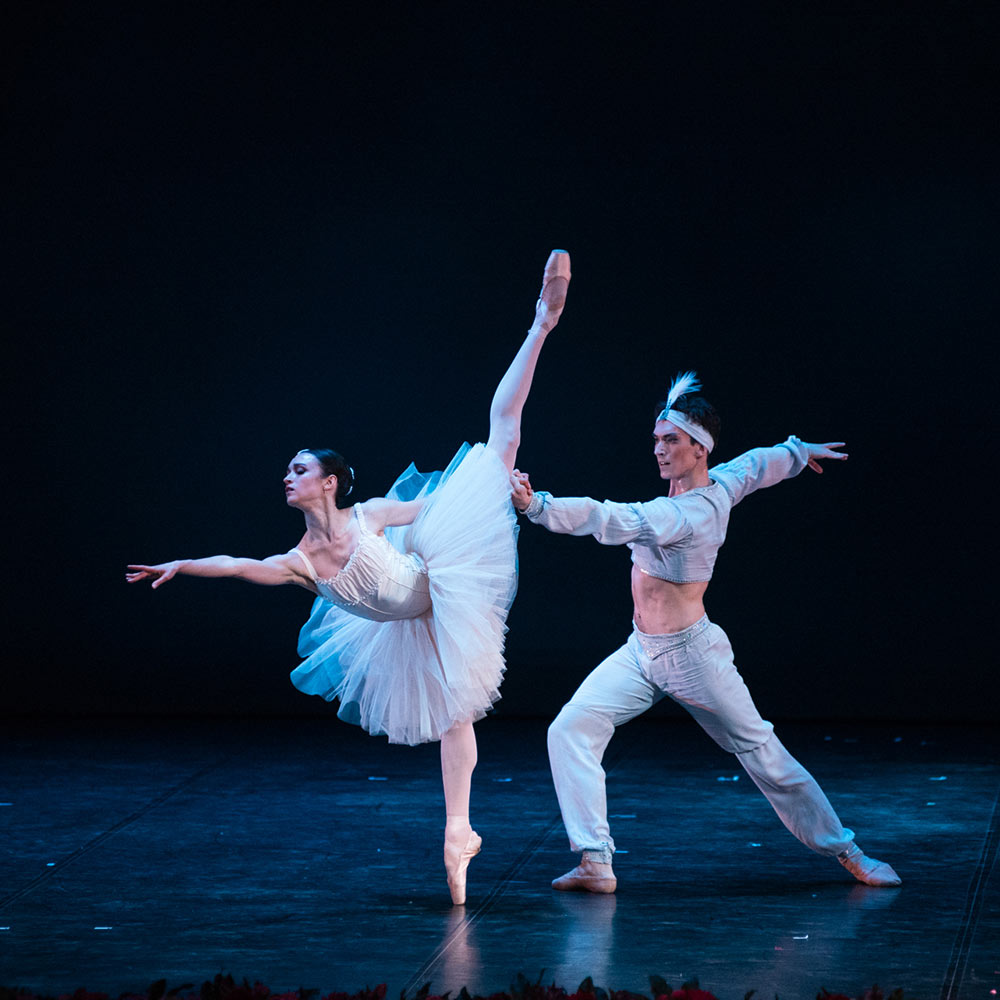 Inna Bilash and Nikita Chetverikov in La Bayadere.© Nikita Chuntomov. (Click image for larger version)